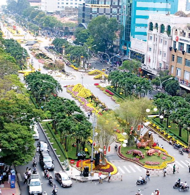 Đường hoa Nguyễn Huệ trước ngày khai hội