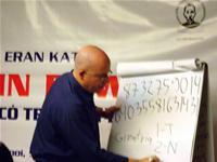 Eran tiết lộ bí quyết mà ông có thể nhớ được dãy số 24 con số trên bảng.