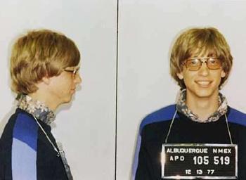 Không chỉ bỏ học đại học giữa chừng, tỷ phú Bill Gates từng có thành tích bị cảnh sát bắt do vi phạm luật giao thông. Ảnh: flatrock