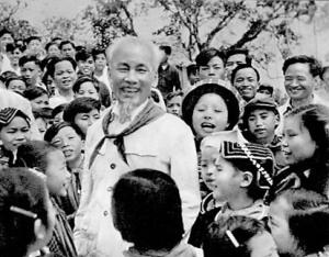 Bác Hồ với các cháu thiếu nhi vùng cao Việt Bắc (1960)