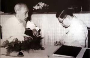 Bác Hồ trong một lần gặp Giáo sư Trần Đại Nghĩa