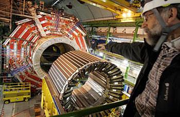Cỗ máy gia tốc LHC đã được tái khởi động trong năm 2009.